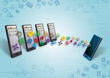 Trasferimento di dati e del soddisfare di Smartphones Fotografia Stock