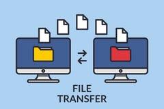 Trasferimento di file Due computer con le cartelle sullo schermo e sui documenti inoltrati Copi gli archivi, i dati di scambio, i royalty illustrazione gratis