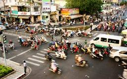 Trasferimento in motocicletta, situazione pericolosa, Vietnam fotografia stock