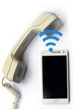 Trasferimento senza fili dal telefono cellulare nella linea terrestre Fotografia Stock Libera da Diritti