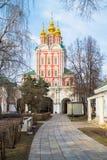 Trasfigurazione sopra - gate la chiesa nel convento di Novodevichy, Mosca Immagini Stock Libere da Diritti