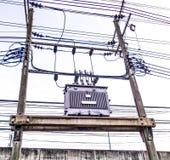 Trasformatore con la linea elettrica Fotografia Stock Libera da Diritti