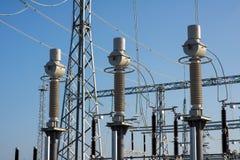 Trasformatore elettrico ad alta tensione in sottostazione Immagine Stock