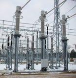 Trasformatore elettrico ad alta tensione in sottostazione Fotografia Stock