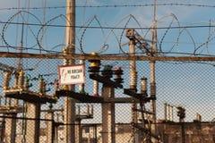 Trasformatore elettrico elettrico in sottostazione ad alta tensione. Immagini Stock Libere da Diritti
