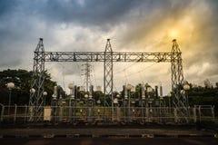 Trasformatori ad alta tensione ed attrezzature elettriche dei convertitori nella h Immagine Stock