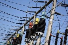 Trasformatori ad alta tensione elettrici Fotografia Stock
