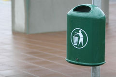 Trash bin. A green trash bin in a city. The Bin is fastened to a lightpole Royalty Free Stock Photography
