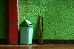 Trash bin, broom and dust pan Royalty Free Stock Images