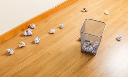 Trash bin and paper ball Royalty Free Stock Images