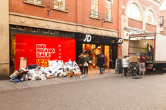 Trash outside, Boxing Day sale starts at JD Sports shop in Notti Stock Photos
