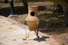 Trashcan για τον κήπο στοκ φωτογραφίες με δικαίωμα ελεύθερης χρήσης