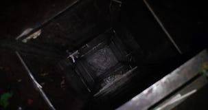 Trashcan soviético na casa de impressão velha video estoque