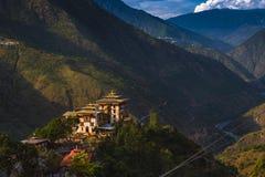 Trashigang Dzong, замок в горах, восточный Бутан стоковое изображение rf