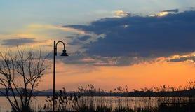 Trasimeno在日落的湖风景 库存照片