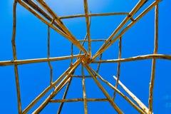 Traslapo de las vigas de madera Imagen de archivo