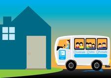 Trasmetta a bambini la casa posteriore Fotografia Stock