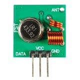 Trasmettitore del circuito stampato del segnale numerico con l'insieme dei componenti elettronici isolati su fondo bianco immagine stock libera da diritti