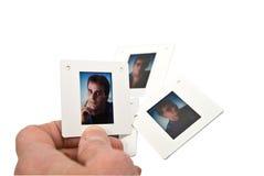 Trasparenza di pellicola della foto della holding della mano Fotografia Stock