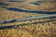 Trasportando attraverso il deserto fotografia stock