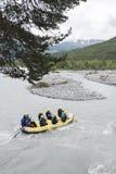 Trasportando nel ubaye del fiume vicino al barcelonnette nei provencales francesi dei alpes Fotografie Stock Libere da Diritti