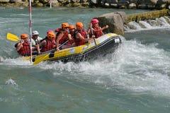 Trasportando nelle rapide del whitewater Fotografie Stock