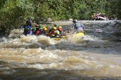 Trasportando sul fiume Khek in Phitsanulok, la Tailandia Fotografia Stock