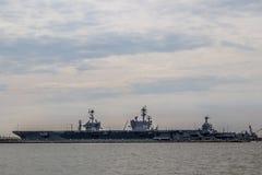 Trasportatori della marina statunitense all'iarda della Norfolk nella Virginia fotografie stock libere da diritti