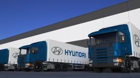 Trasporti i camion dei semi con caricamento o lo scarico di logo di Hyundai Motor Company al bacino del magazzino Rappresentazion Fotografia Stock Libera da Diritti