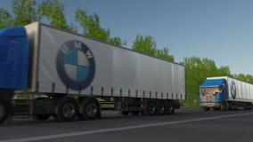 Trasporti i camion dei semi con il logo di BMW che guida lungo il sentiero forestale Rappresentazione editoriale 3D Fotografia Stock Libera da Diritti