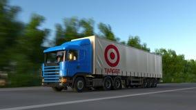 Trasporti il camion dei semi con il logo di Target Corporation che guida lungo il sentiero forestale Rappresentazione editoriale  immagini stock libere da diritti
