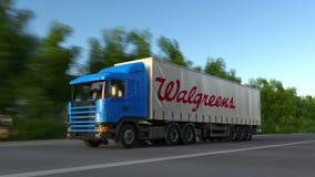 Trasporti il camion dei semi con il logo di Walgreens che guida lungo il sentiero forestale Rappresentazione editoriale 3D Fotografia Stock Libera da Diritti