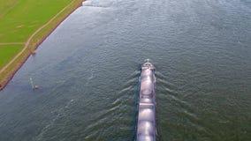 Trasporti la nave che consegna la ghiaia sul fiume il Reno da Duesseldorf archivi video