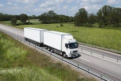 trasporti pulito ed il bianco su autocarro Fotografie Stock Libere da Diritti