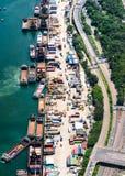 Trasporto del carico fra terra ed il mare fotografie stock libere da diritti