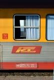 Trasporto del treno di Regiotrans in Gara de Nord, Bucarest, Romania Immagini Stock