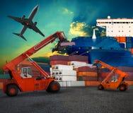 Trasporto dell'iarda della nave per terra ed uso logistici dell'aereo di aria per il tran Fotografie Stock