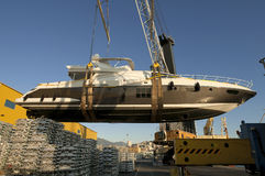 Trasporto dell'yacht a porta Fotografia Stock