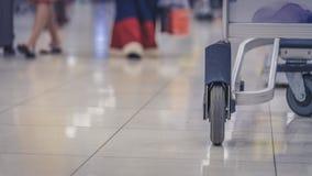 Trasporto della sedia a rotelle dei pazienti in ospedale immagine stock