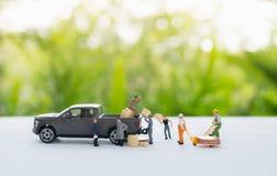 Trasporto miniatura del lavoratore merci fotografie stock