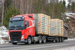 Trasporto rosso del rimorchio dei semi di Volvo FH Immagini Stock Libere da Diritti