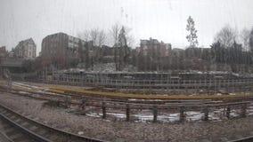 Trasporto urbano britannico britannico della città del treno della stazione della metropolitana in sotterraneo di Londra stock footage