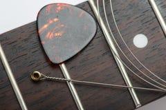 Trastes de la guitarra con la secuencia y el mediador Fotos de archivo