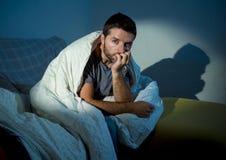 Trastorno mental o depresión sufridor de mirada enfermo joven del hombre Foto de archivo