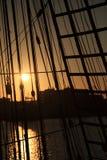 Trastos de la nave de la puesta del sol Foto de archivo