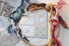 Trasversale cucendo una coperta del bambino Fotografia Stock Libera da Diritti