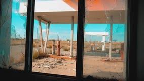 66 trasy kryzys drogi 66 zwolnionego tempa tankuje łamający nadokienny wideo Starego brudnego stylu życia opustoszała benzynowa s zdjęcie wideo