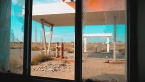 66 trasy kryzys drogi 66 zwolnionego tempa tankuje łamający nadokienny wideo Stary brudzi opustoszałą benzynową stację styl życia zdjęcie wideo