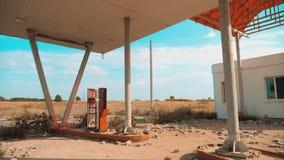 66 trasy kryzys drogi 66 zwolnionego tempa tankuje wideo Stary brudzi opustoszałą benzynową stację U S zamknięty supermarketa skl zdjęcie wideo