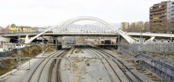 Trasy linia kolejowa z mostem Obraz Royalty Free